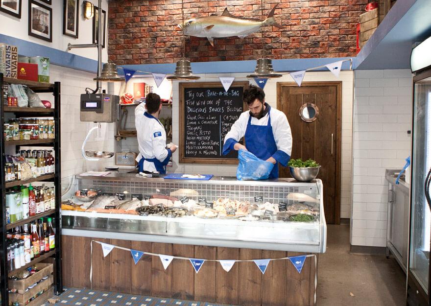 georges-fish-shop_0075_880x625