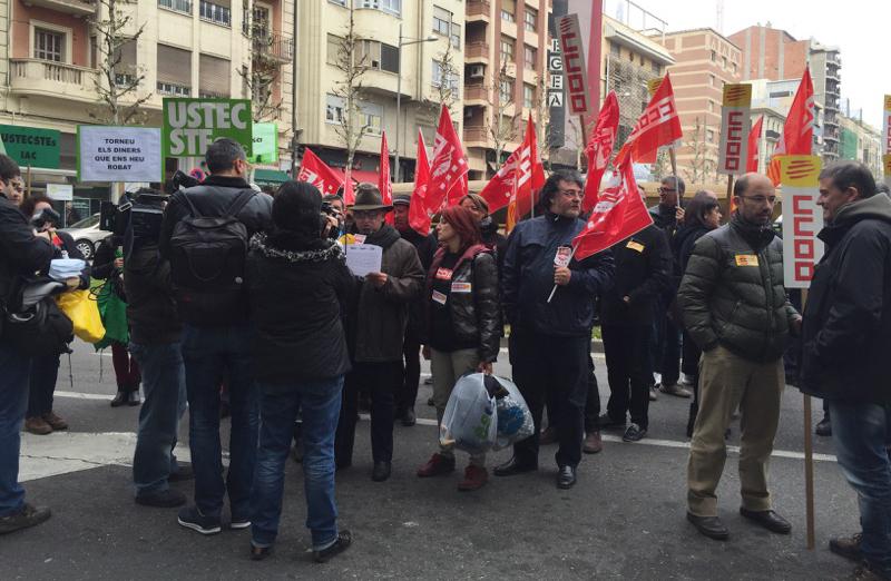 Concentració treballadors suport tancada Lleida