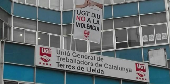 Pancarta a l'edifici dels sindicats
