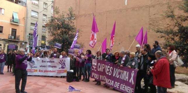A la plaça de la Dona de Tarragona diem PROU a la violència contra les dones #25N