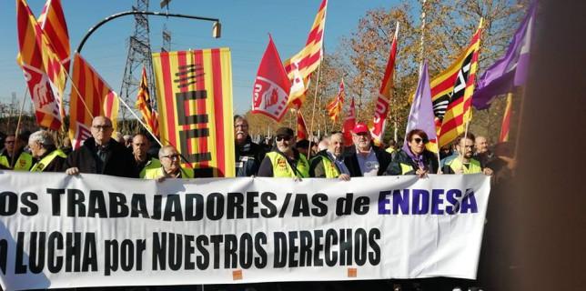 Concentració dels treballadors i treballadores d'Endesa per denunciar el bloqueig del conveni i la pèrdua de drets